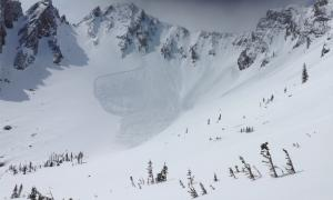 Natural avalanche near Frazier Basin 2